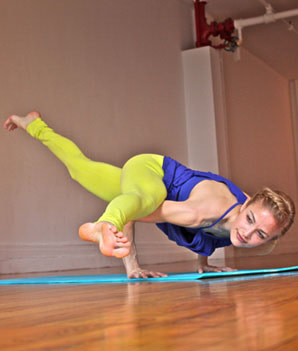 11-split-leg-arm-balance