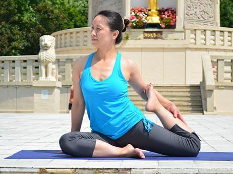 Mermaid Pose, Eka Pada Rajakapotasana variation – Step 1. YogaLily.com