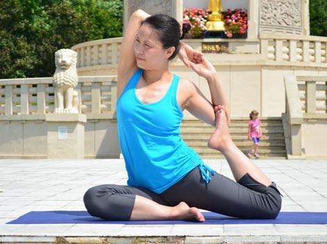 Mermaid Pose, Eka Pada Rajakapotasana variation – Step 3. YogaLily.com