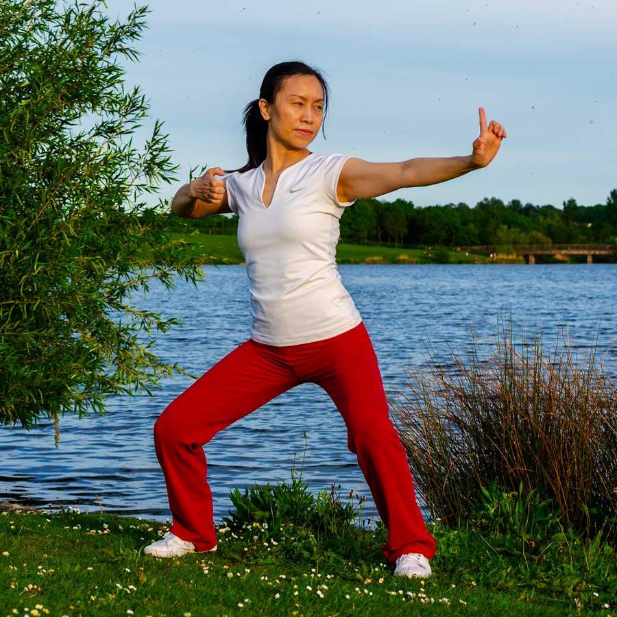 Meet the teacher Yoga Lily 8 Brocades